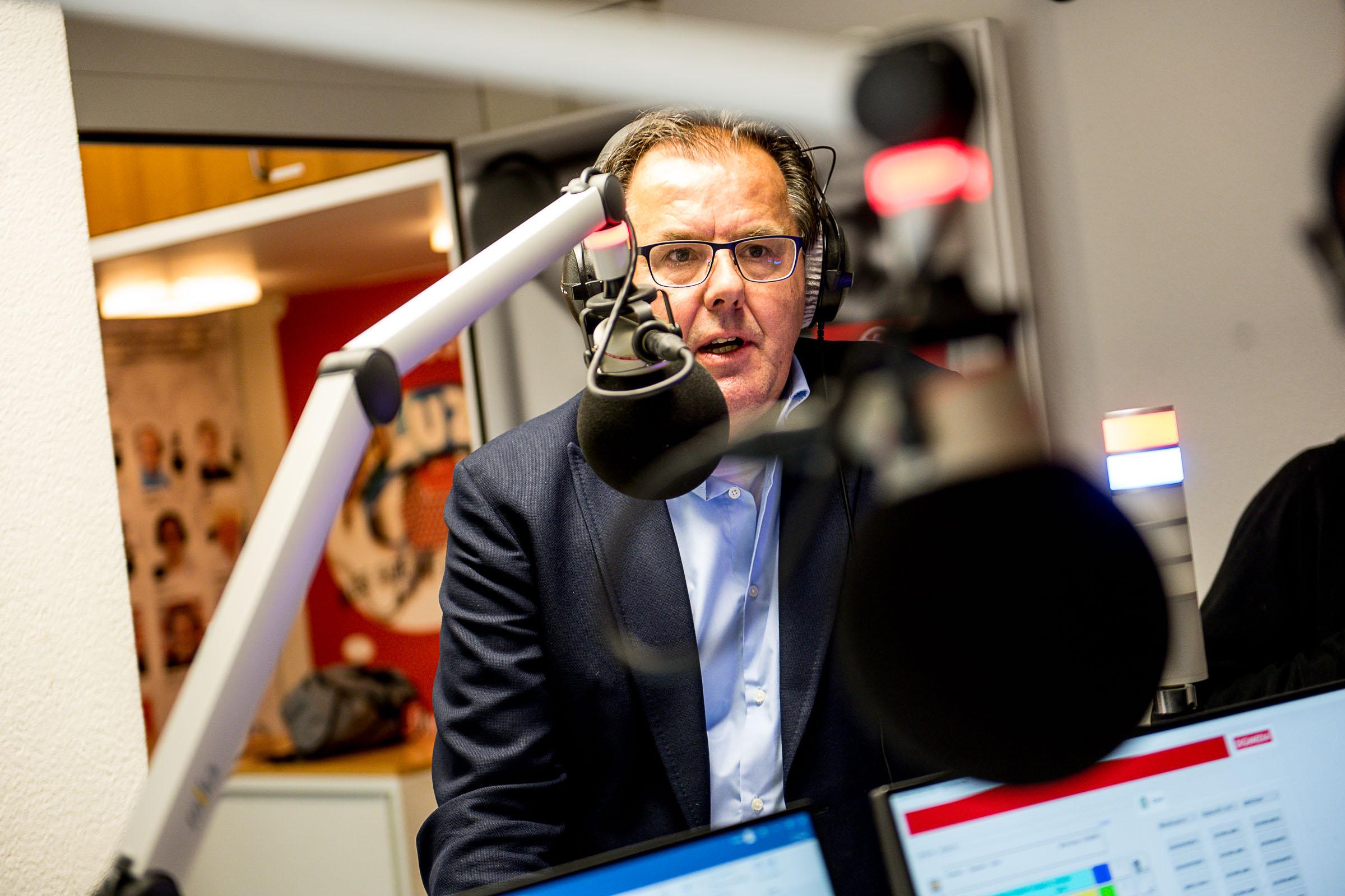 Peter Schilliger beantwortet Fragen von Spitalradio LuZ