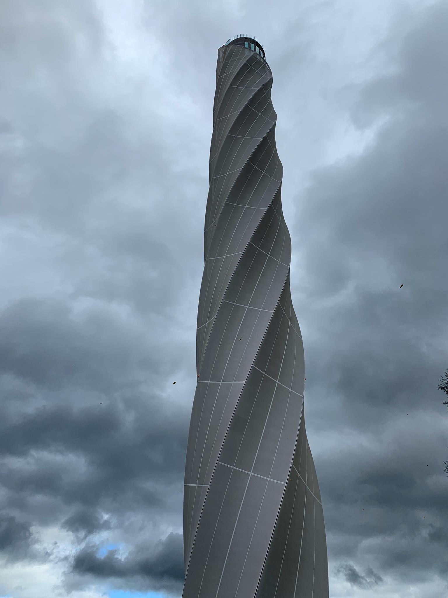 Der Turm von unten (Impossant)